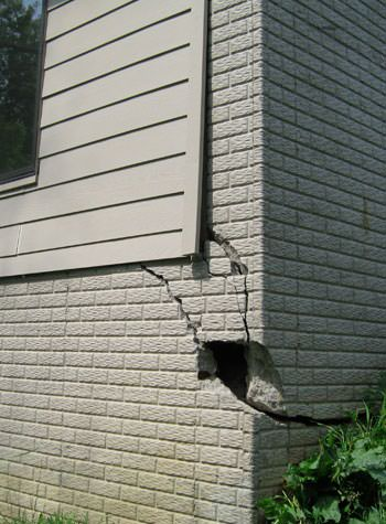 severe cracking of structural walls in Anaconda